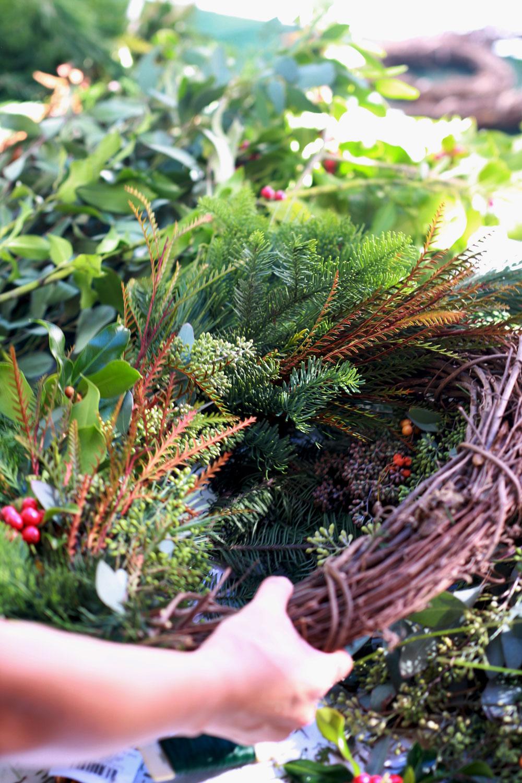 jestcafe.com-wreath-making16