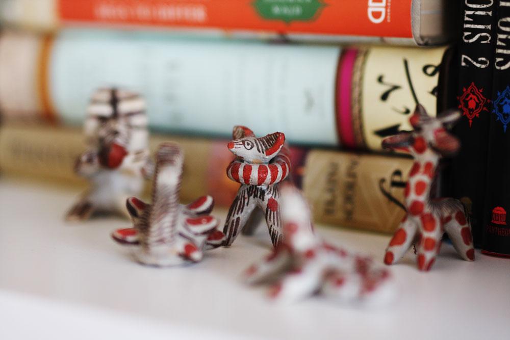 jestcafe.com-bookshelves11