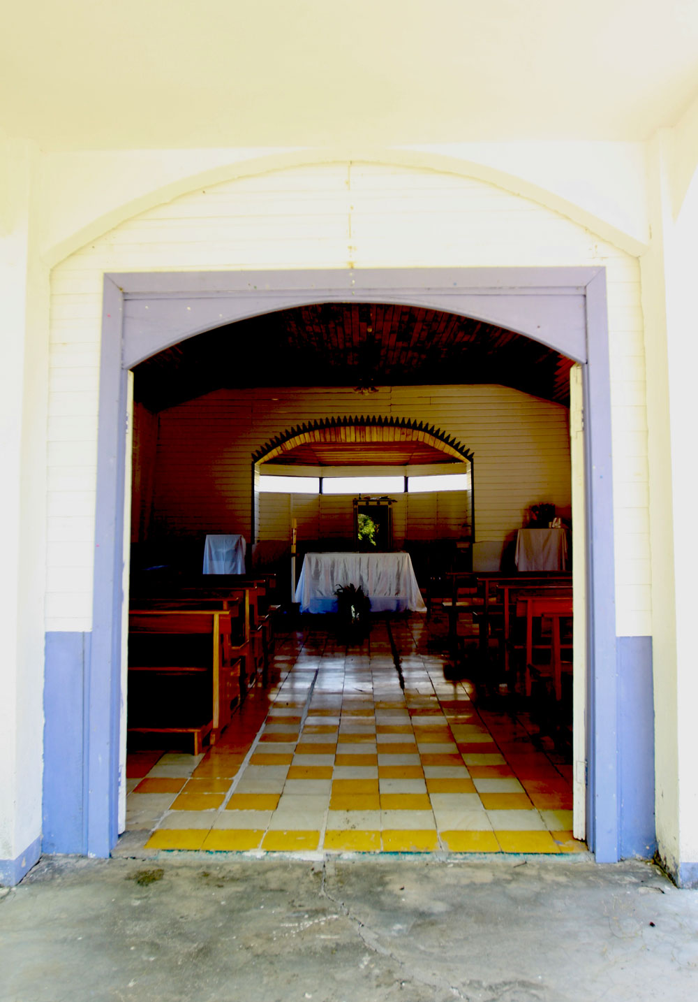 jestcafe.com---Costa-Rican-church-18