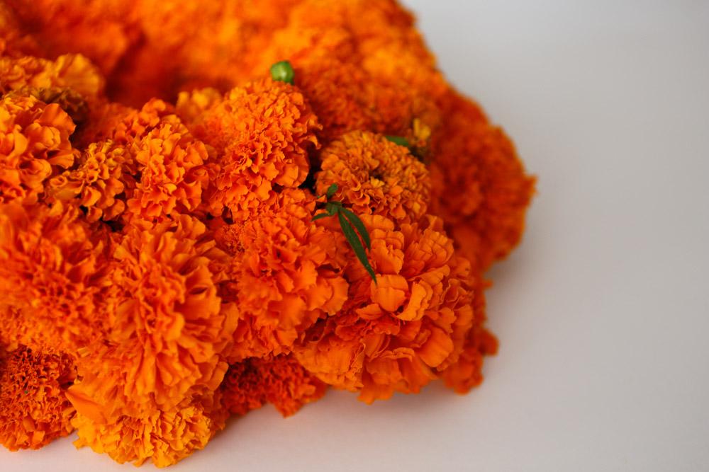 how to make marigold wreath